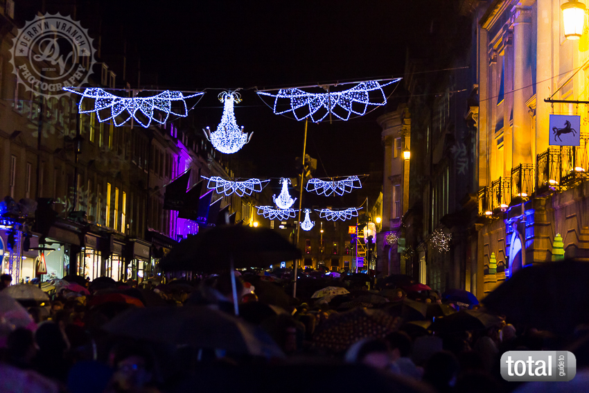 Previous; Next - Snapped: Bath Christmas Lights Switch On 214